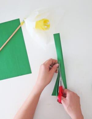 making paper leaves for doffidil flower