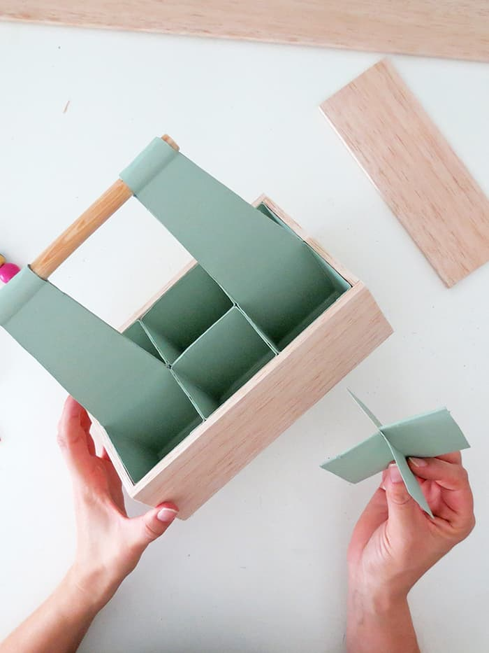 insert dividions in the desk organizer