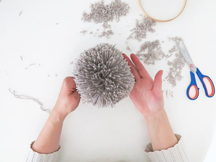 how to make big pom poms
