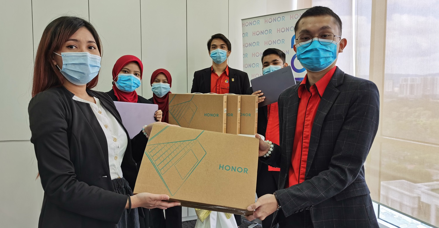 HONOR Malaysia Helps UKM Students Transition to E-Learning