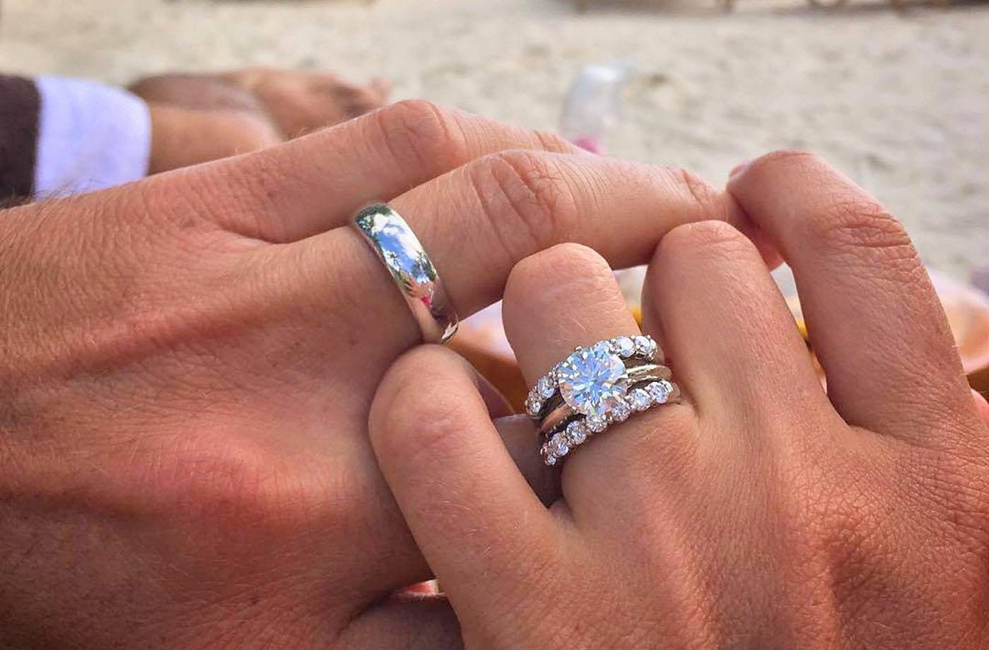How To Wear Wedding Rings Rules For Your Ring Finger Oh So Perfect Proposal