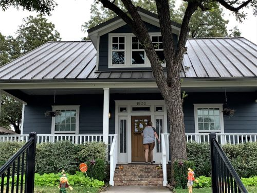Touring Fixer Upper home - Waco, Texas