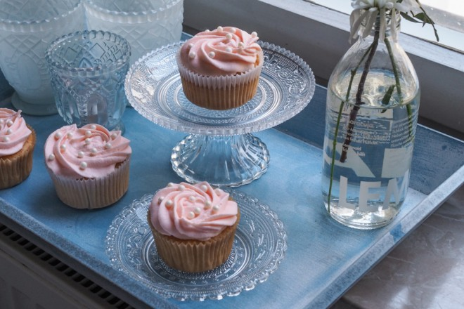 Champagner-Cupcakes-Backrezept-mit-rosa-Frosting-ohwiewundervoll.com-1