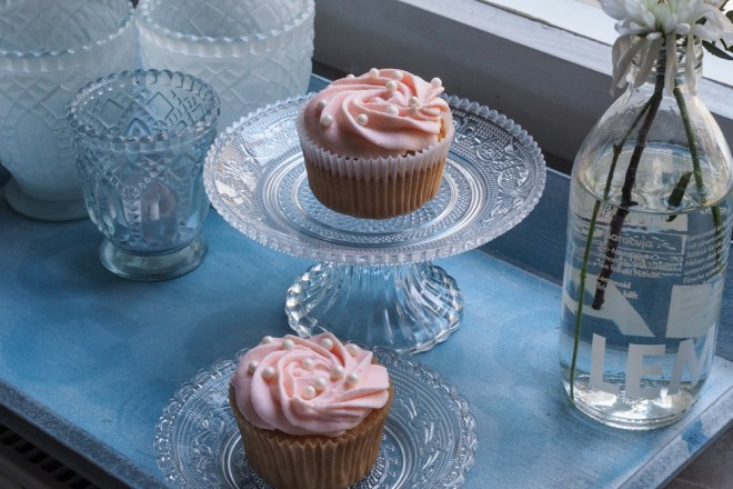 Champagner-Cupcakes-Backrezept-mit-rosa-Frosting-ohwiewundervoll.com-3