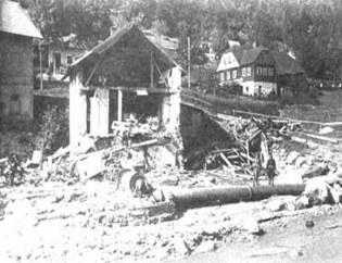 Zničené domy po protržení přehrady