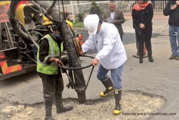Gustavo Petro y la maquina tapa huecos