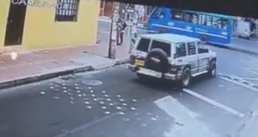 Revelan video del recorrido del carro bomba antes de entrar a la Escuela de Policía