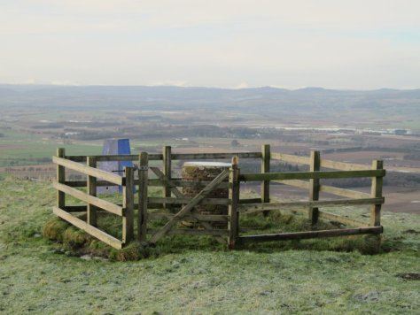 Trig point and view indicator, Kinpurney Hill