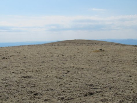 South end of summit ridge seen from north, Beinn Mheadhonach