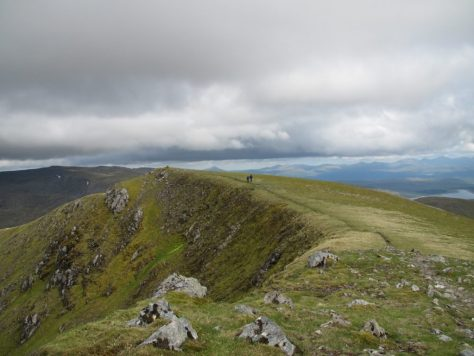 Crossing between the summits of Beinn Eibhinn