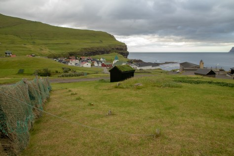 Grass drying, Gjógv