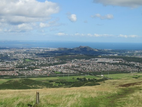 Edinburgh and Arthur's Seat from Allermuir Hill