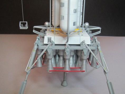 Pegasus 1/350 Von Braun Moon Lander model 10