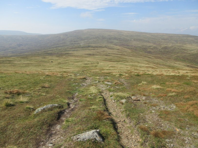 Descending Tom Buidhe towards Cairn of Claise