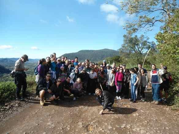 Uma foto de todo o grupo que fez a XVII Caminhada das Estacoes Anjo