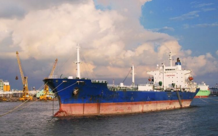 Estados Unidos presiona a China para que deje de importar crudo iraní 1