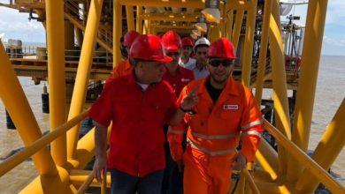 Photo of Producción de Venezuela cae a 870 mil barriles diarios: AIE