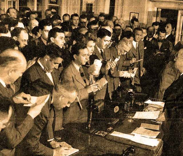 """The Press lobbing questions at President Truman - Harry said """"not yet""""."""