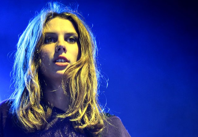 Ellie Rowsell of Wolf Alice  - giving 110%