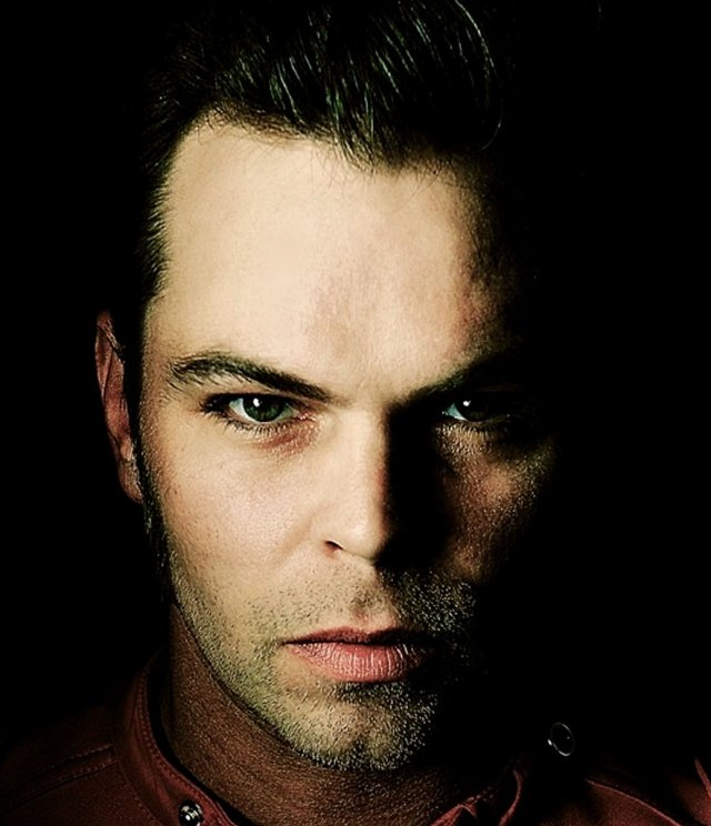 Gaz Coombes - former frontman for Supergrass -blazing new trails.