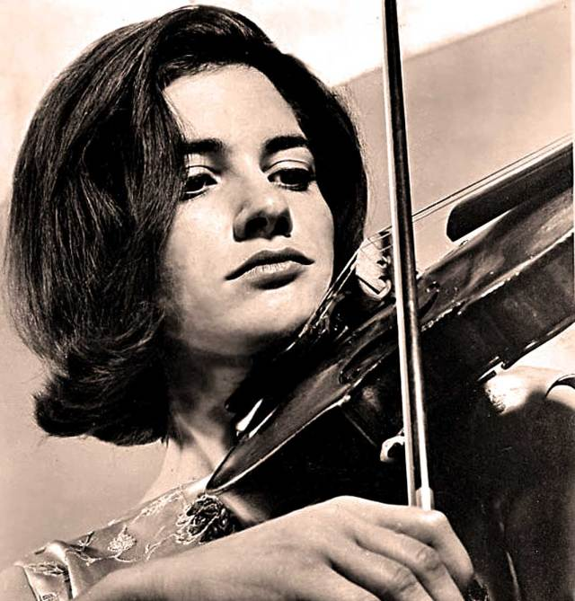 Edith Peinemann - joining Pina Carmirelli and the Munich Philharmonic with Fritz  Rieger in some classic Bach.