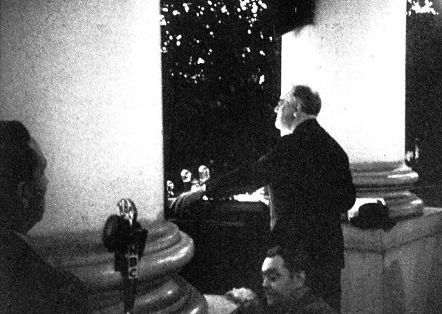 FDR lights the National Christmas Tree