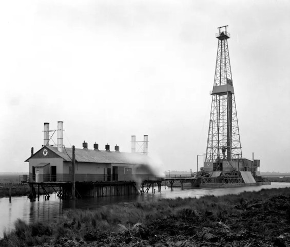OILMAN Archive: Texas Saltwater Marsh – Texaco rig