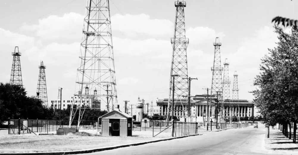 Oklahoma City Oil Field, State Capital Building, Ok, 1930s