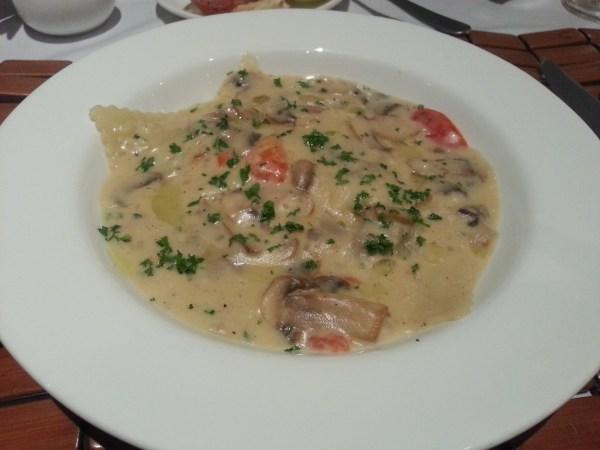 Ravioli con funghi (Ravioli with mushroom)