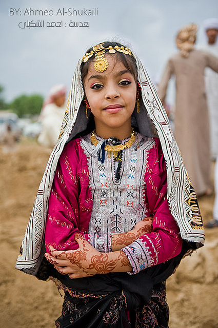 "This pretty Omani girl knows what's ""in"" [Photo courtesy: flickr.com/photos/digitalazia/4776088429]"