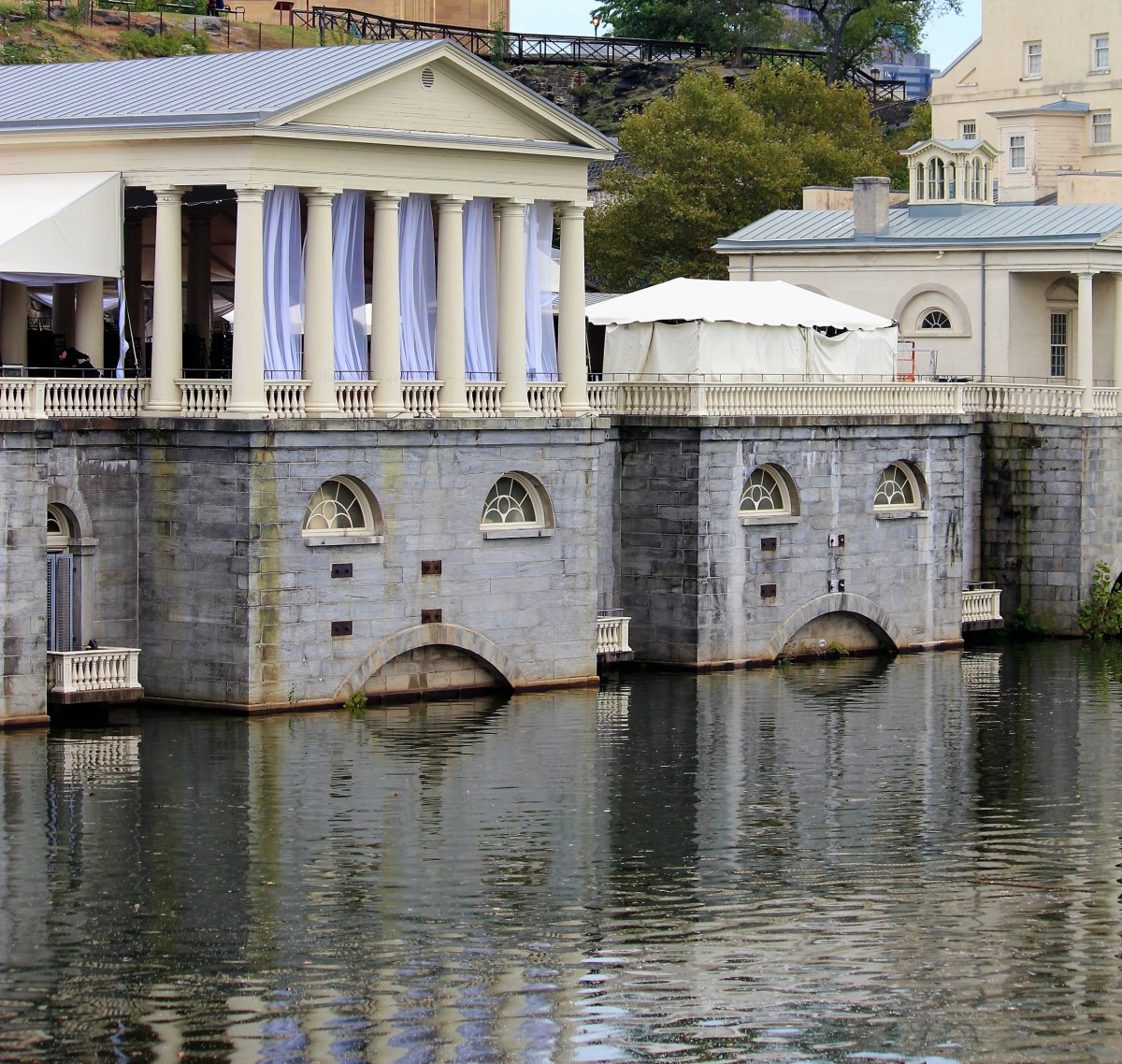 An evening by the bank of Schuylkill is best enjoyed with some live music.