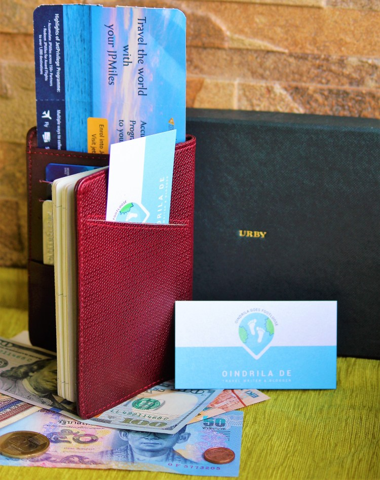 Urby passport holder has a pocket at the back (so you can easily slide in a business card).