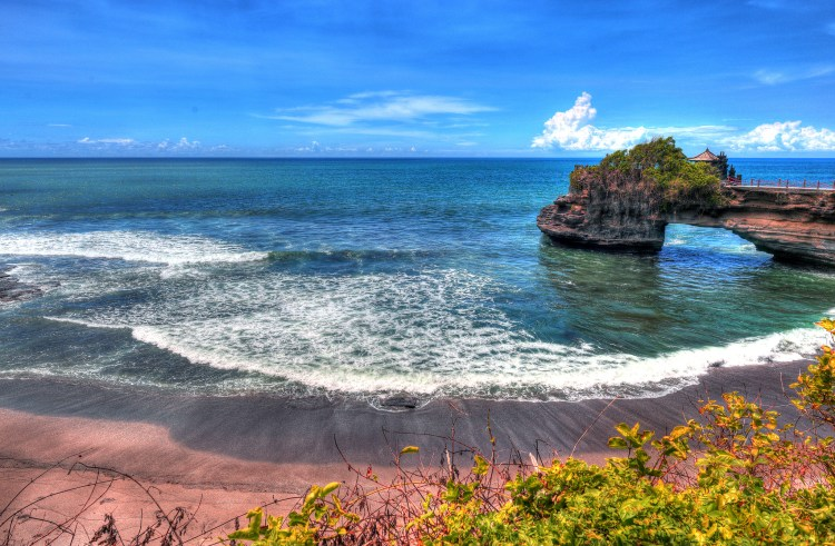 Tanah Lot (Courtesy: Thomas Depenbusch)