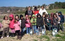 Crianças do Abrigo Infantil da Sagrada         Família foram no dia da Árvore à quinta do avô do Rodrigo