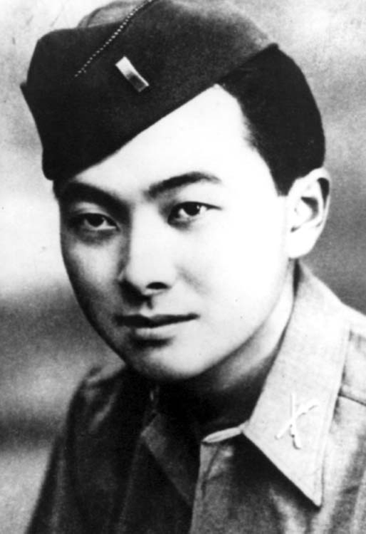 Photo Description: the young Daniel Inouye in his military uniform.