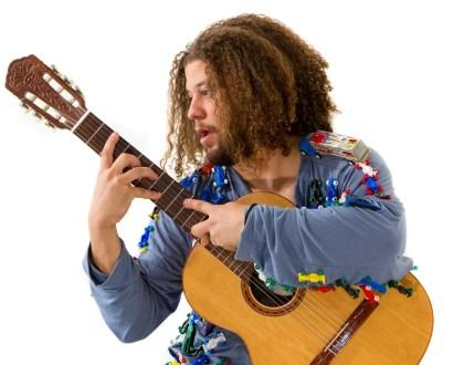 Di Souza Traz de Volta Humor e Irreverência à Música Brasileira