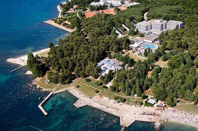 pical-hotel-air-view