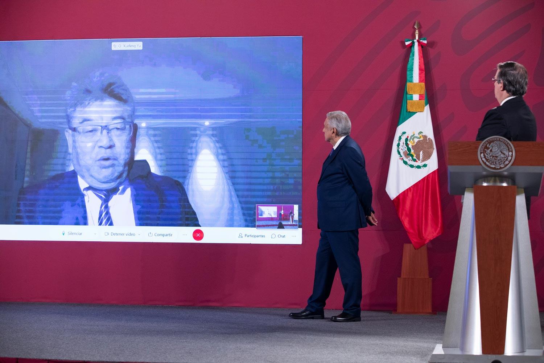 Fotografía de conferencia de prensa Yu Xuefeng con presidente de México