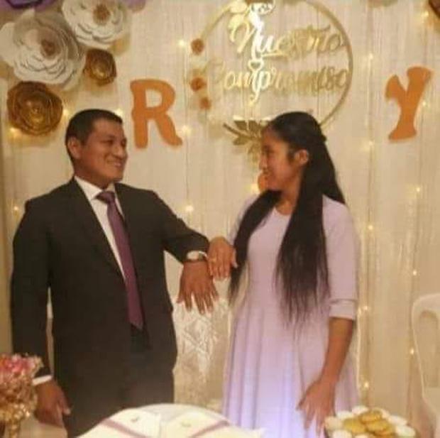 El día que la pareja se comprometió para matrimonio. (Foto: Facebook)