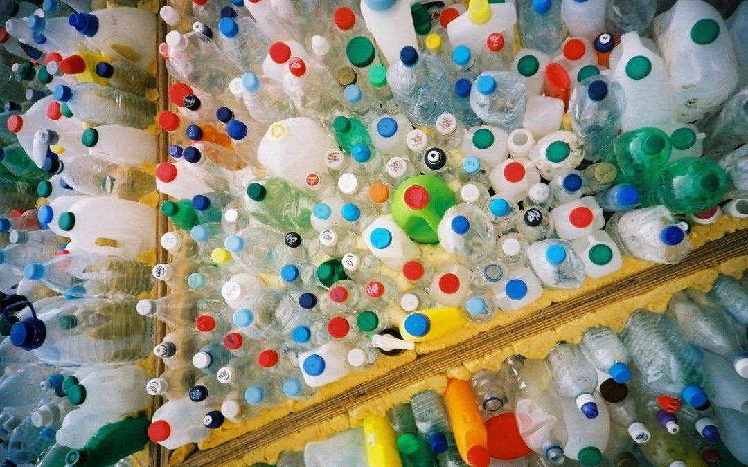 Gobierno alienta a municipios a cobrar a comercios que usen plástico desechable