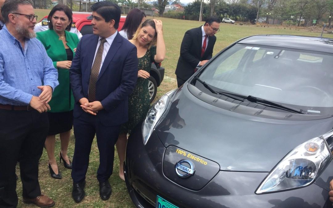 Carros eléctricos comenzarán a rodar con placas turquesa