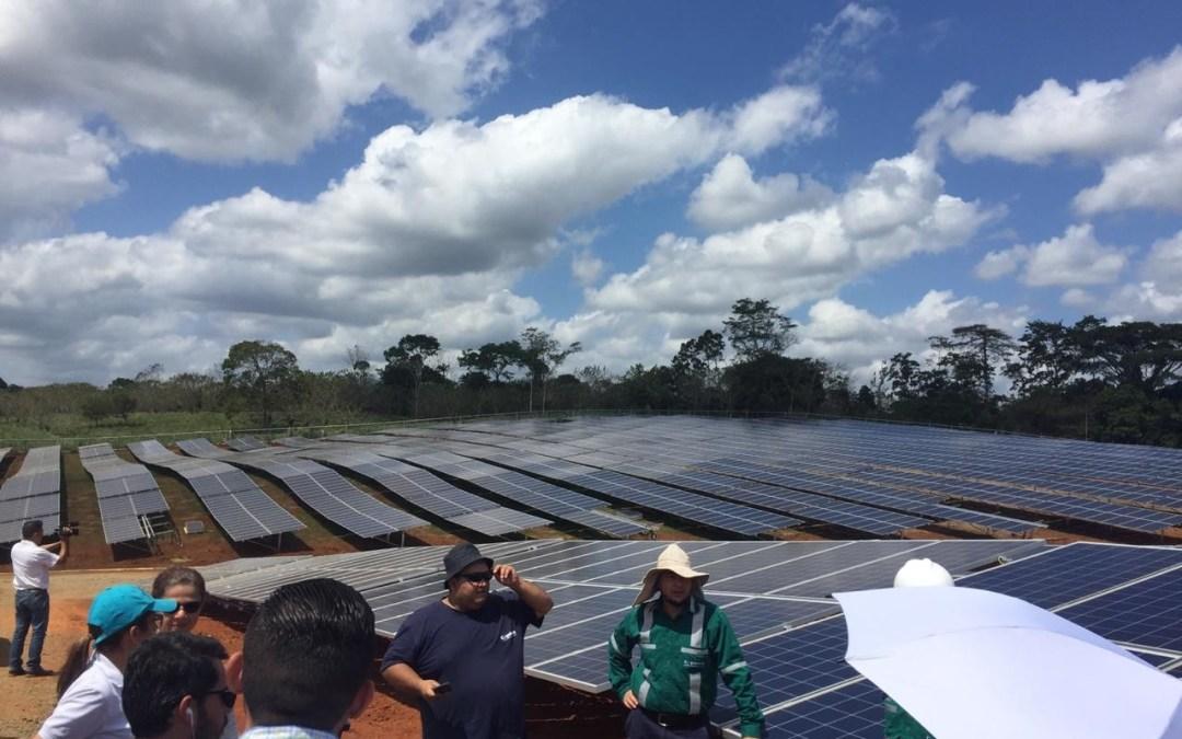 Paneles solares y vehículos eléctricos perderían exenciones de impuestos con inicio del IVA