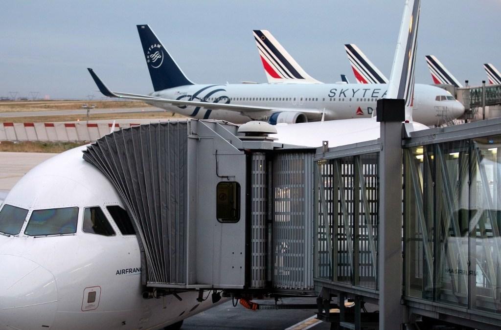 """Francia aplicará un impuesto """"verde"""" a los tiquetes de avión"""
