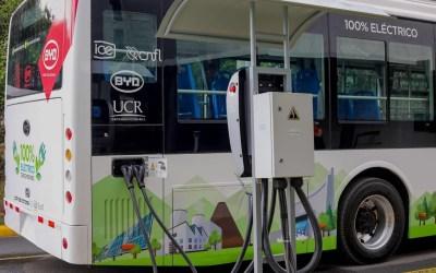 """Bus eléctrico de la UCR es """"más costo-efectivo"""" que los buses de diesel"""
