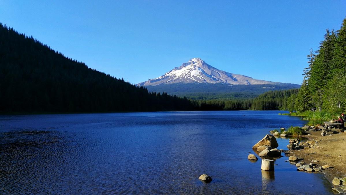 Trillium See im Vordergrund mit dem Mount Hood im Hintergrund