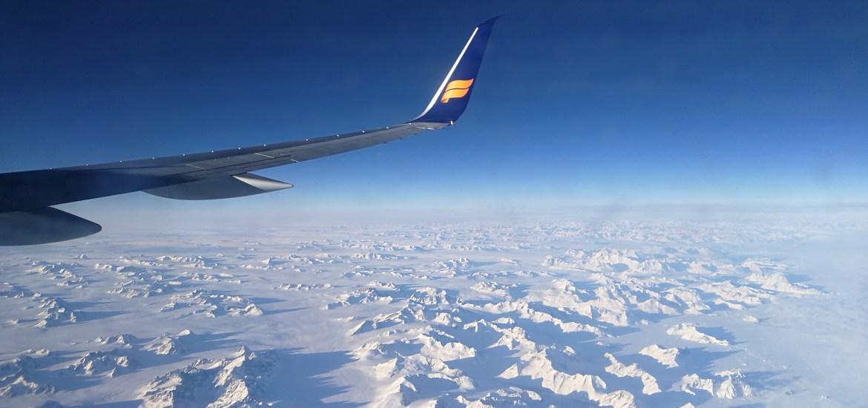 Aussicht aus dem Flugzeug über Grönland
