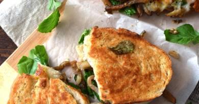 Sándwich de berenjena y queso