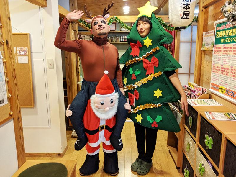 定番のサンタ、トナカイ、クリスマスツリーです