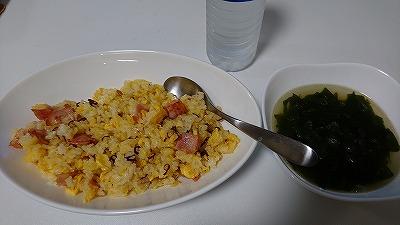 ペペロンチャーハンと中華スープ