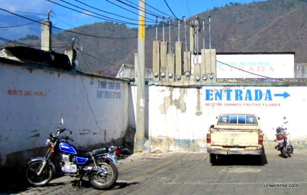 Mercado entrance alley